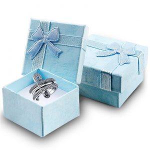bague-femme-originale-dans-boite-cadeau